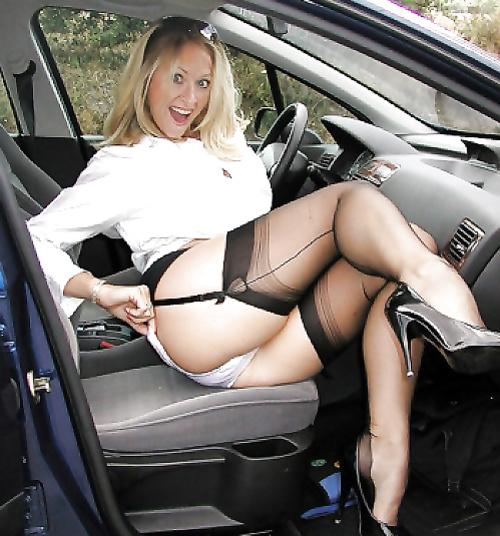 Порно зрелые в фото юбках мини